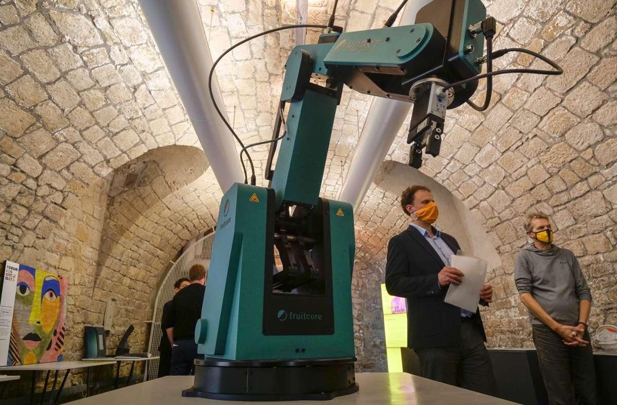 """Multitalent: Der Industrieroboter Horst hat die Jury des internationalen Designpreises """"Focus Open"""" überzeugt. Die 56 Gewinner sind bis zum 30. November im Ludwigsburg Museum Mik ausgestellt. Foto: factum/Simon Granville"""