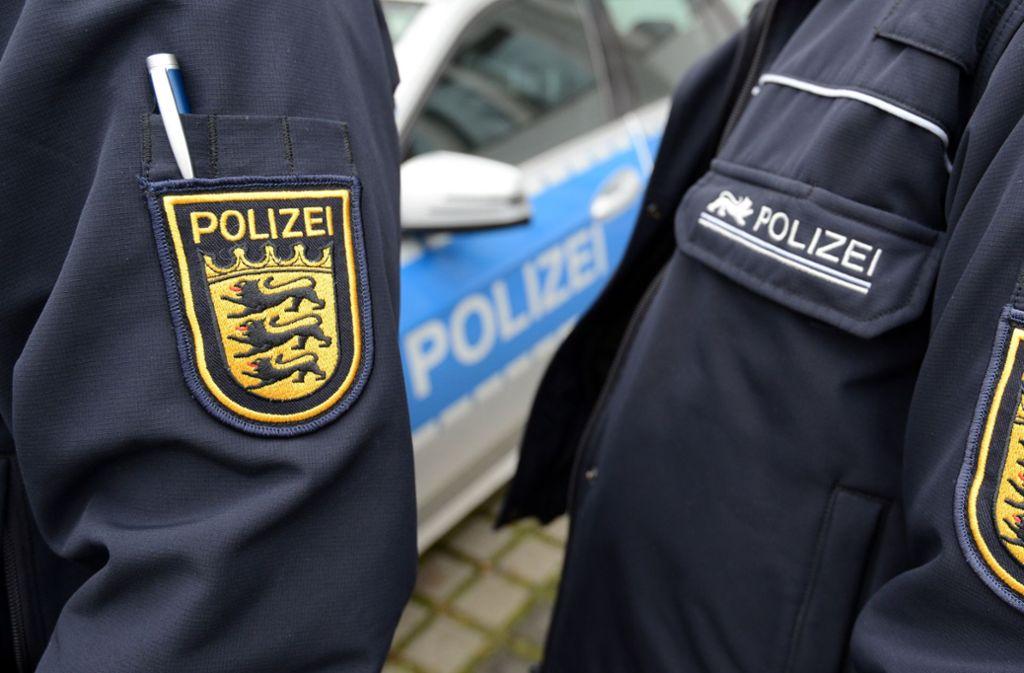 Die Polizei in Tübingen sucht nach einem mutmaßlichen Autodieb und Geiselnehmer (Symbolfoto). Foto: dpa