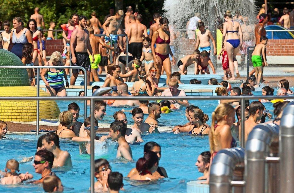 An Schwimmen ist zumindest im Spaßbecken nicht zu denken – dafür ist  zu viel los. Foto: factum/Granville