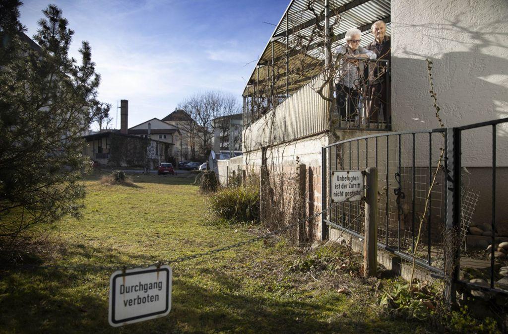Auf dem  schlauchförmigen Gelände an der Emil-Münz-Straße soll ein Verwaltungsbau errichtet werden. Die Gebäude der Firma Ellwanger  (hinten Mitte/links) fallen. Foto: Gottfried Stoppel
