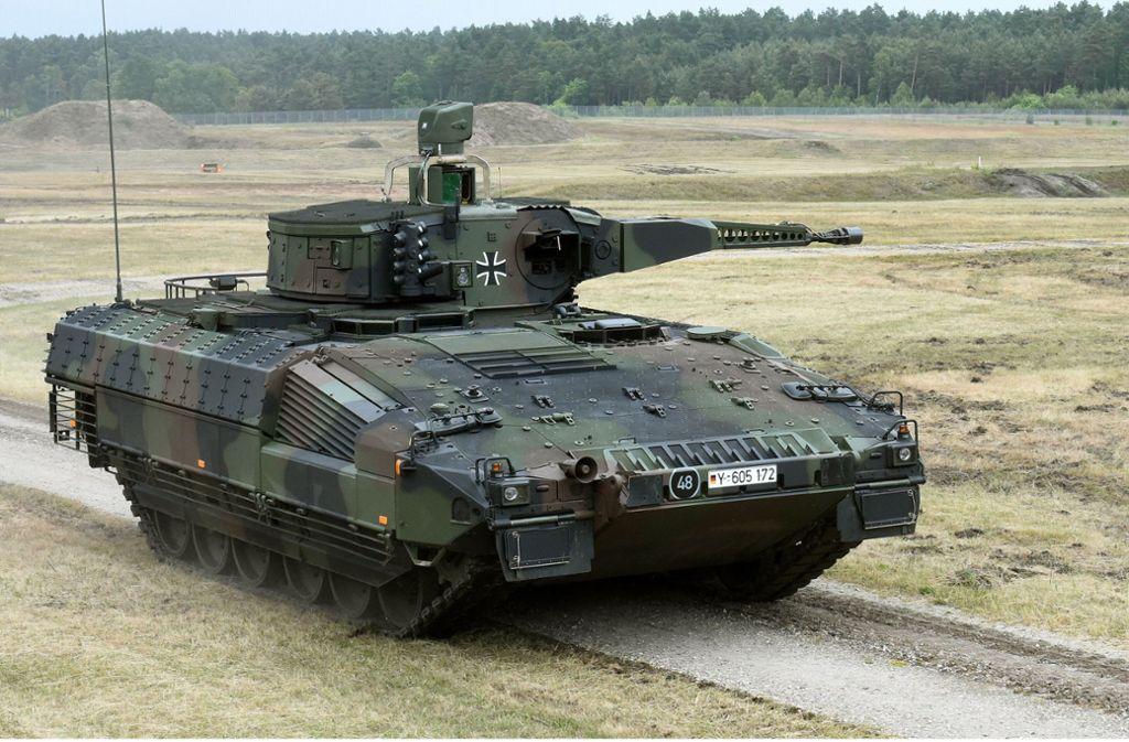 Ein Schützenpanzer vom Typ Puma wird auf dem Erprobungsgelände des Unternehmens Rheinmetall in der Lüneburger Heide vorgestellt. Foto: dpa