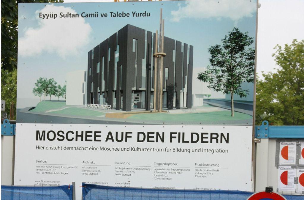Ob die Moschee auf den Fildern einmal so wie auf diesem Plakat aussehen wird, ist seit Freitag wieder offen. Foto: Natalie Kanter