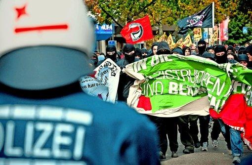 Gegendemonstranten versuchen beim Göppinger Naziaufmarsch im Oktober 2012 eine Polizeisperre zu durchbrechen. Foto: Max Kovalenko/PPF