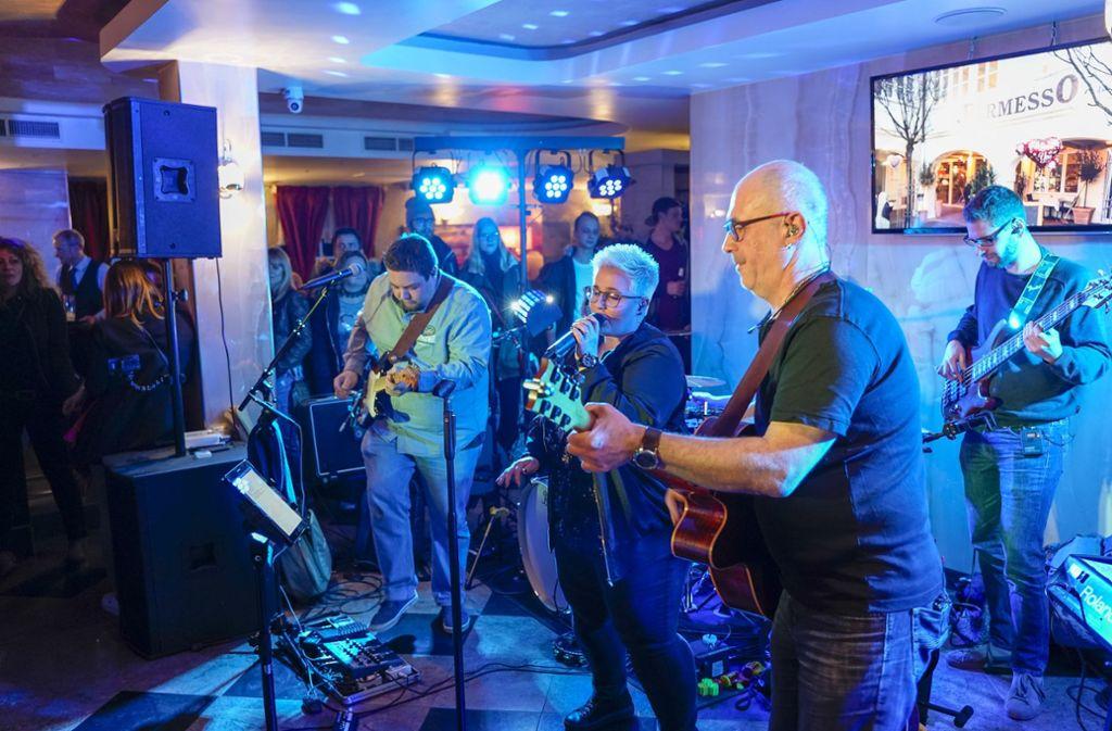 Die Rockband Juuns macht im Permesso in Ludwigsburg richtig gute Stimmung. Foto: factum/Bach