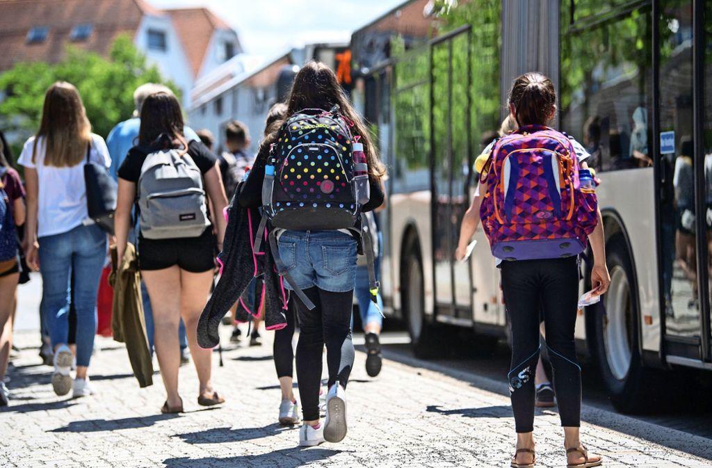In Baden-Württemberg müssen  Eltern bislang einen Teil der Schulbeförderungskosten für ihre Kinder selbst tragen. Foto: dpa//Marijan Murat
