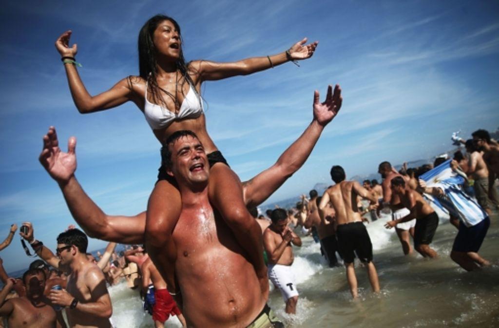 Fotostrecke Fu 223 Ball Wm 2014 In Brasilien So Sexy Feiern Die Fans Ihre Teams Bild 10 Von 110