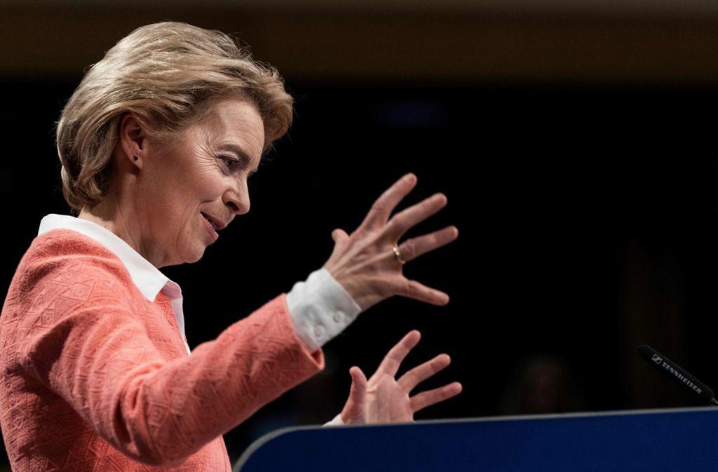 Ursula von der Leyen kämpft für ihre Mannschaft. Foto: AFP