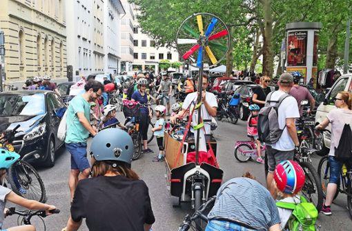 Fahrrad-Demo für Sicherheit von Kindern