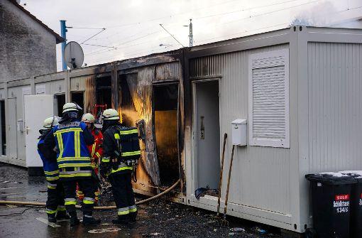 Wohncontainer für Obdachlose brennt