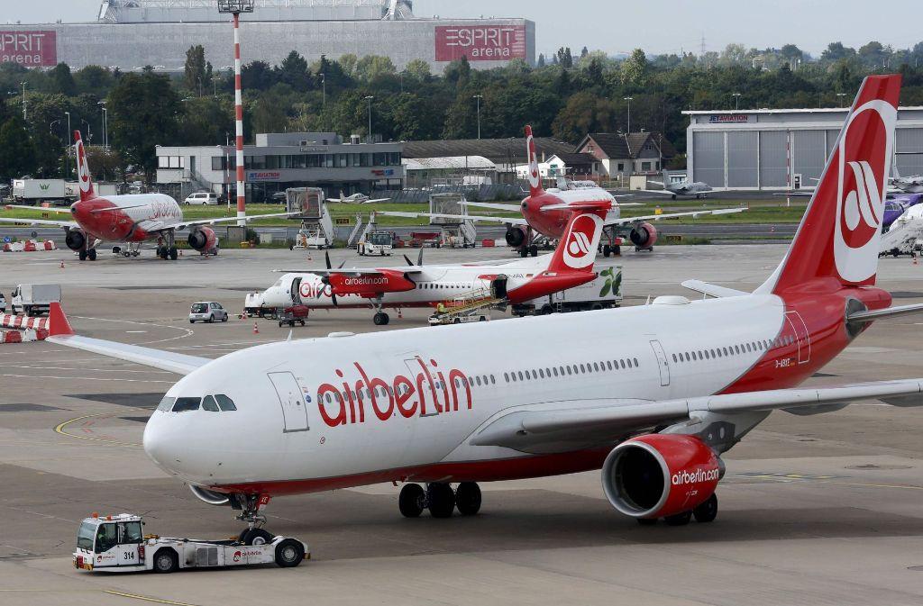 34 Starts und Landungen von Air Berlin und Eurowings/Germanwings seien am Dienstag ausgefallen, teilte der Stuttgarter Flughafen mit. Foto: dpa