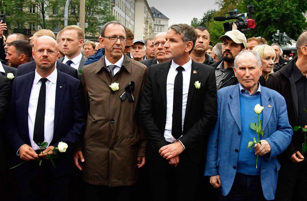 Andreas Kalbitz (ganz links) und Björn Höcke (rechts) werden vom Verfassungsschutz als Rechtsextremisten eingestuft. Foto: AFP/John Macdougall