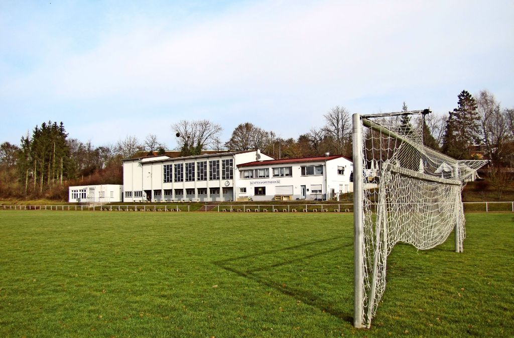 Das Ritter-Stadion ist in die Jahre gekommen. Die Hoffnung auf einen Neubau muss der TSV jedoch wohl erst einmal begraben - die Stadt konnte die erforderlichen Flächen nicht erwerben. Foto: Barner