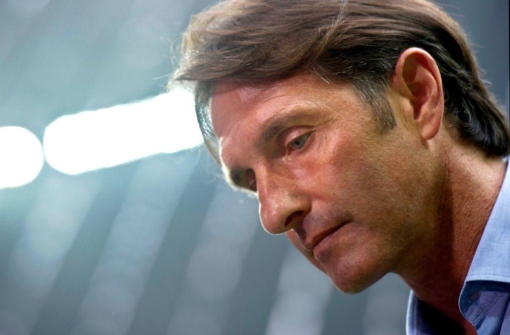 VfB-Trainer Bruno Labbadia erlebte in München ein Debakel für seine Mannschaft. Foto: dpa