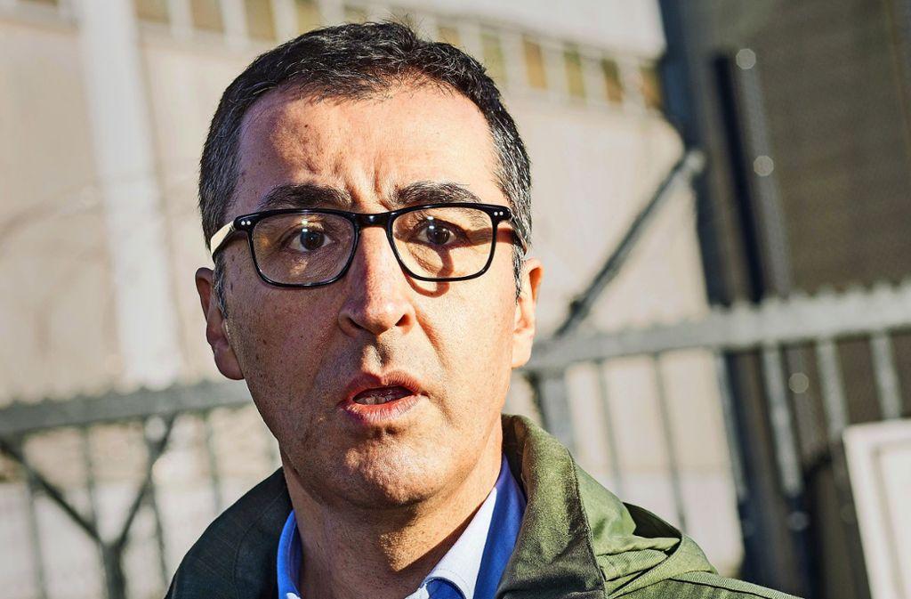 Cem Özdemir äußerte sich zur Kuhns Entscheidung, nicht erneut für das Amt zu kandidieren. (Archivbild) Foto: dpa/Christoph Schmidt