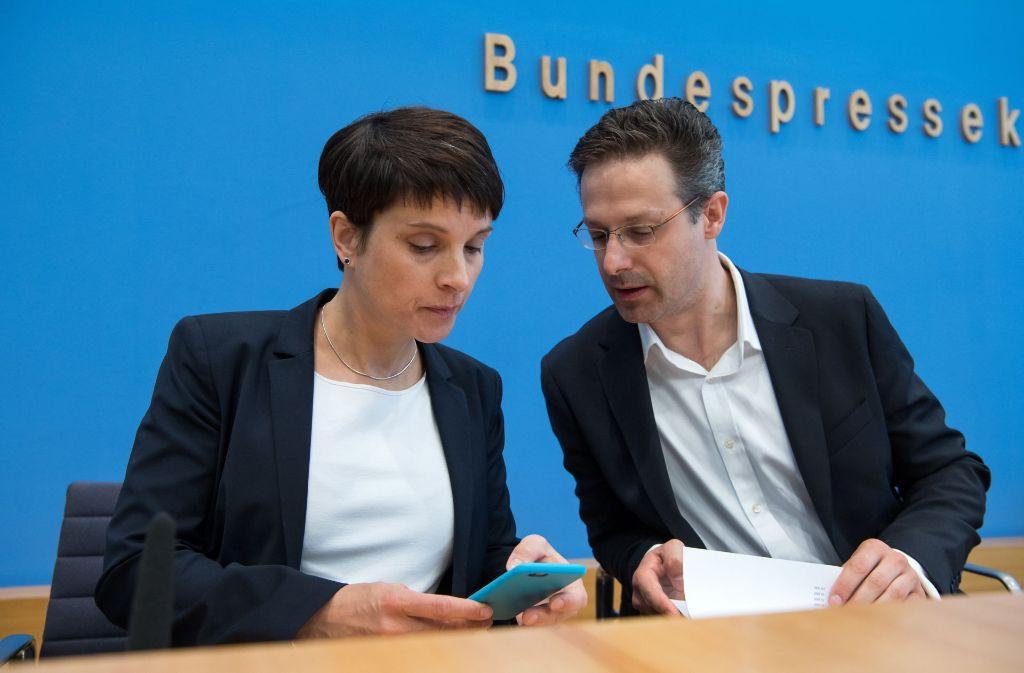 Marcus Pretzell ist Fraktionsvorsitzender der AfD in Nordrhein-Westfalen – und sitzt auch noch im Europaparlament. Er ist mit der Parteivorsitzenden Frauke Petry verheiratet. Foto: dpa