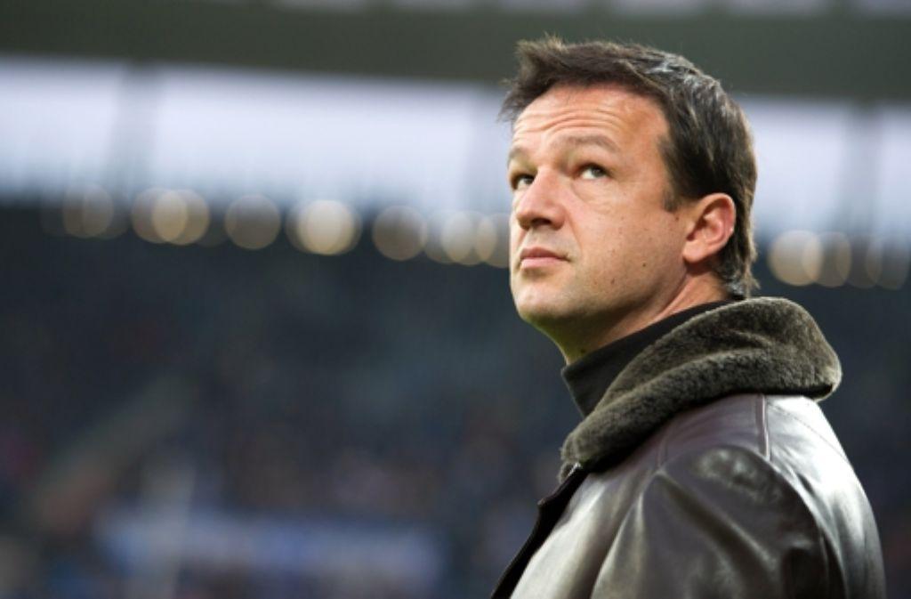 Sorgenvoller Blick: VfB-Manager Fredi Bobic. In der Fotostrecke zeigen wir die wichtigsten Stationen seiner Karriere. Foto: dpa