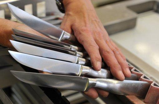 Ärzte operieren 40 Messer aus dem Bauch eines Mannes