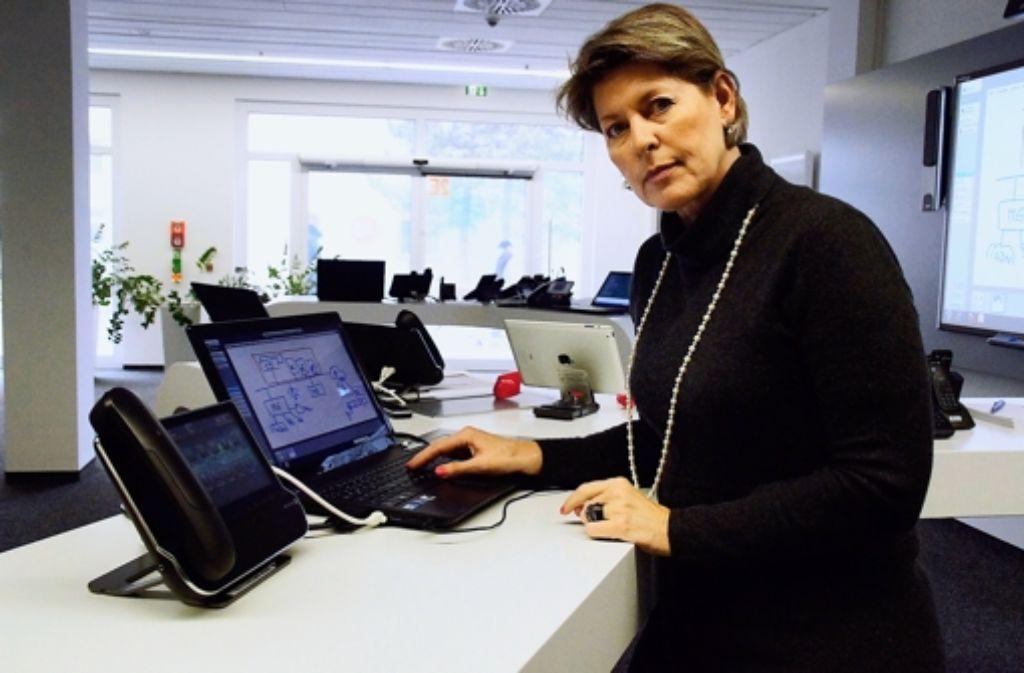 Regina Wiechens-Schwake ist in der Zuffenhäuser Niederlassung von Alcatel-Lucent für das Marketing und die Unternehmenskommunikation zuständig. Foto: Leonie Hemminger