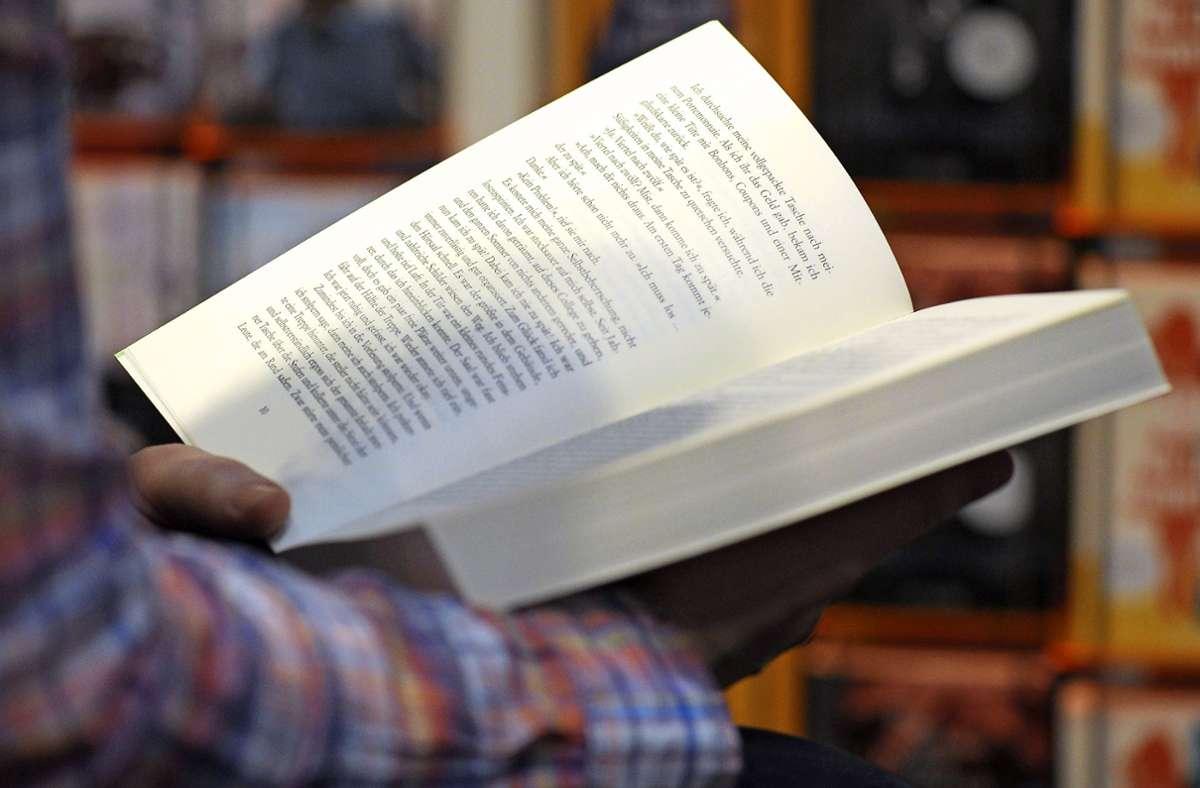Die Hausaufgabe lautet: es sich gemütlich machen und ein Buch lesen! Foto: dpa/Peter Endig