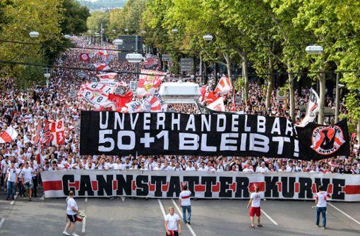 VfB-Fans protestieren bei Karawane für Erhalt von 50+1