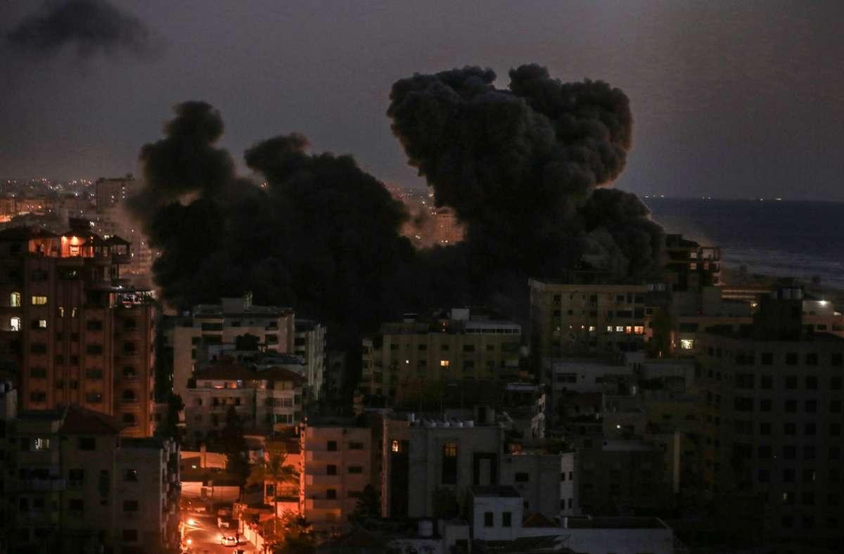 Bei israelischen Luftangriffen wurde Gaza-Stadt unter Beschuss genommen. Foto: dpa/Mohammed Talatene