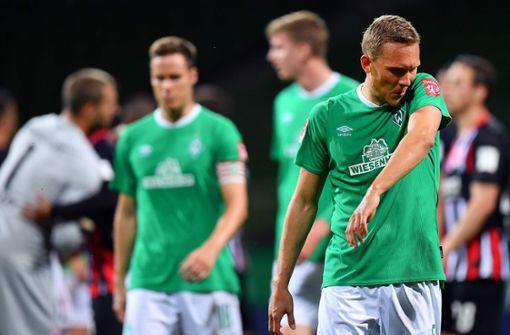 Herber Rückschlag für Werder – Eintracht fast gerettet