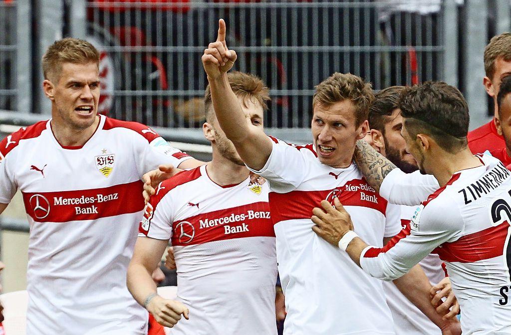 Florian Klein (rechts) stand beim VfB in dieser Saison nicht häufig im Mittelpunkt. Foto: Baumann