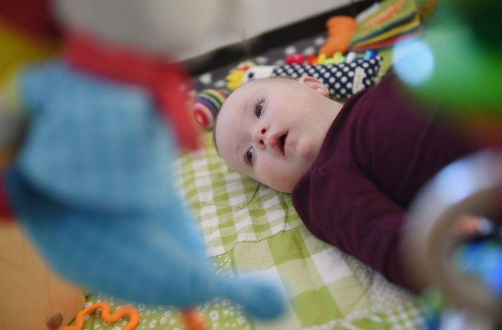 Der Bluttest auf Trisomien gibt die Wahrscheinlichkeit an, mit der ein Kind im Mutterleib etwa das Down-Syndrom hat. Foto: dpa/Uli Deck