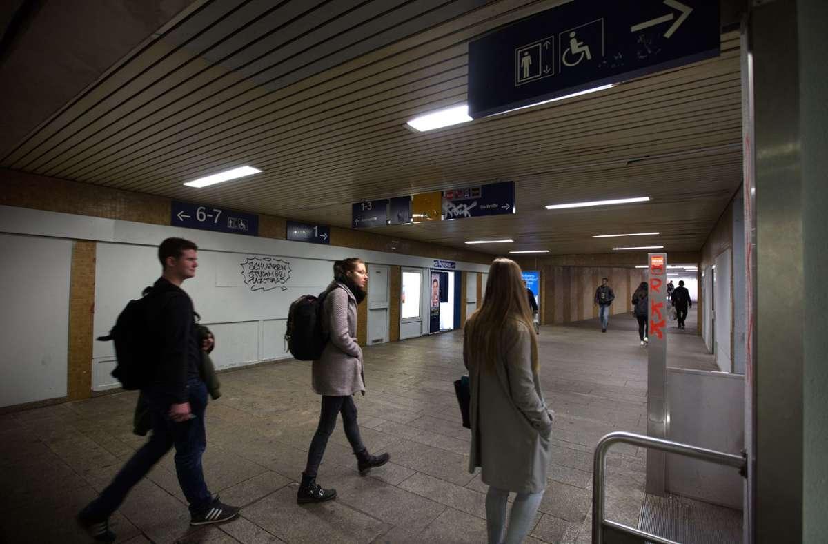 Der Waiblinger Bahnhof ist nicht gerade ein Schmuckstück. Foto: Ines Rudel