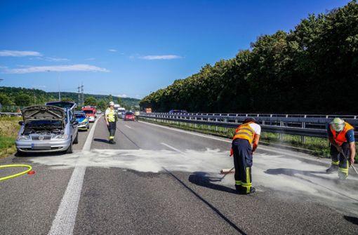Qualmendes Auto sorgt für Verkehrsbehinderungen