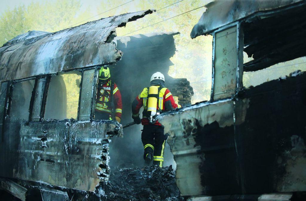 Brand im ICE am Freitagmorgen: Großeinsatz der Feuerwehr auf der Bahn-Schnellstrecke Frankfurt-Köln Foto: dpa