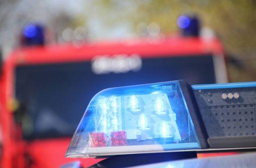 Frau wird bei Wohnhausbrand von Balkon gerettet