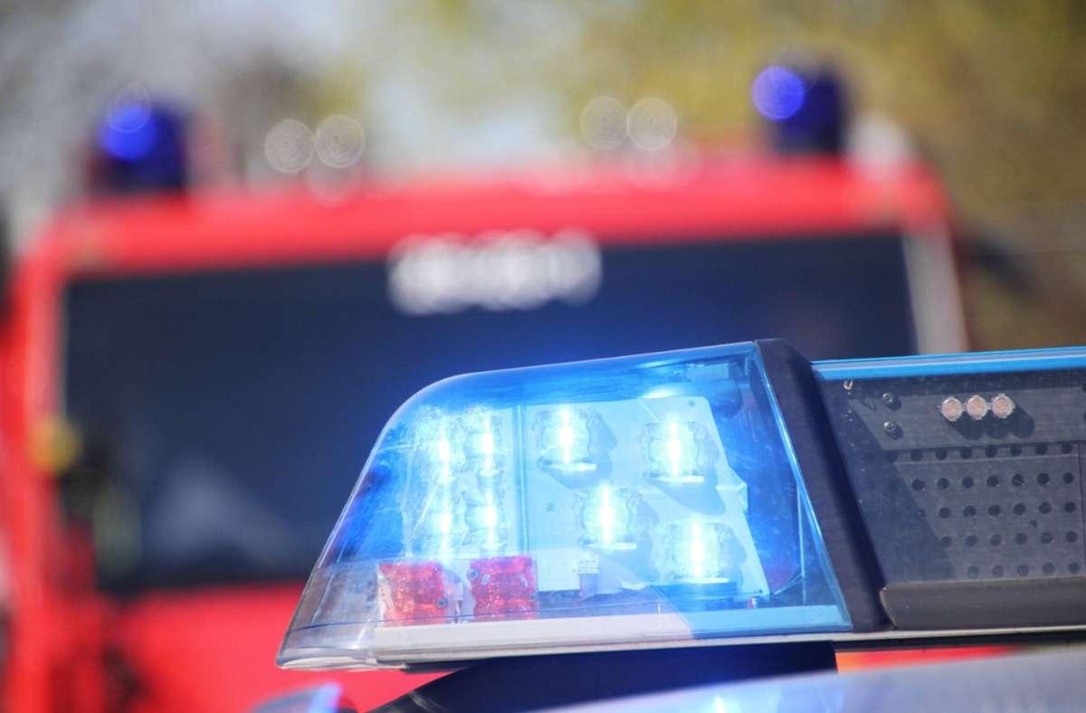 Die Feuerwehr löschte den Brand in Ellwangen, der Schaden wird auf 100.000 Euro geschätzt (Symbolfoto). Foto: imago images/Die Videomanufaktur/MD via www.imago-images.de