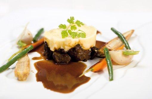 Ochsenschwanzragout mit glasiertem Gemüse und Kartoffelpüree