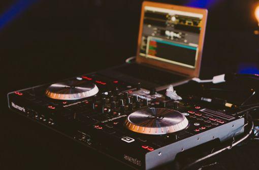 Kurz vor Festivalstart: Diebe räumen DJ Pult leer