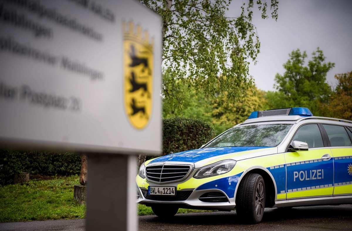Die Polizei ermittelt nach der Beschädigung vieler Wahlplakate. Foto: Phillip Weingand/StZN