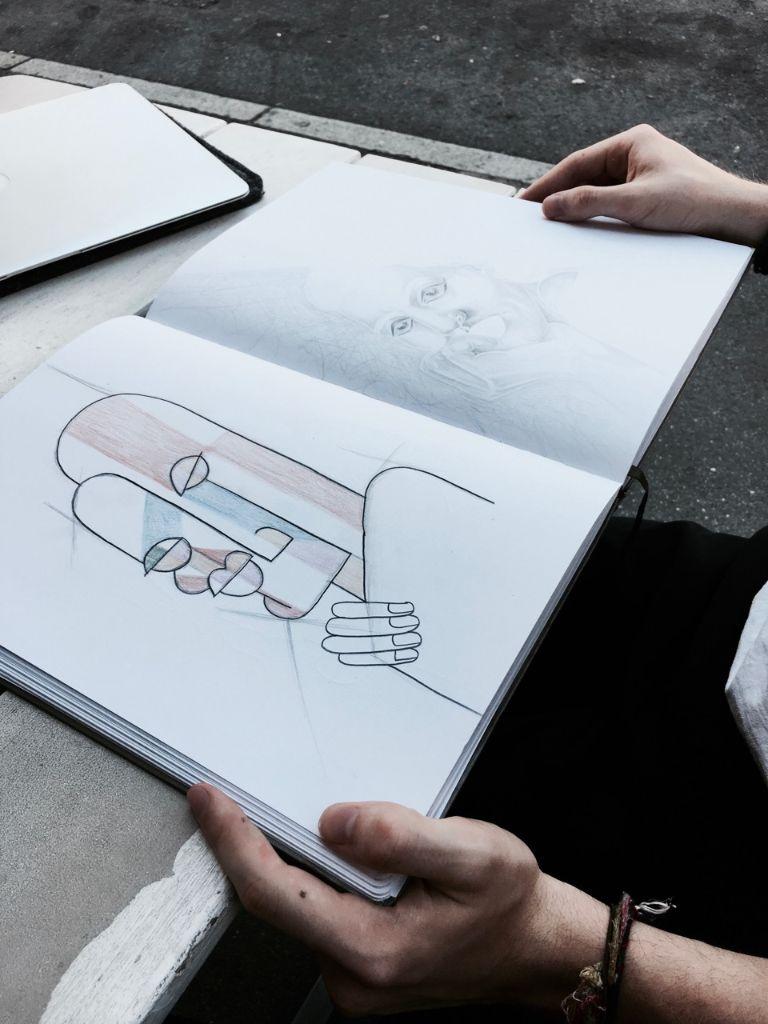 Hier der direkte Vergleich zwischen der abstrakten und der realistischeren Zeichnung.  Foto: Tanja Simoncev