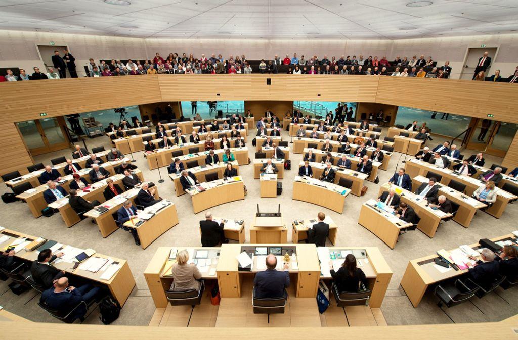 Nur die Grünen weisen im Landtag einen Frauenanteil von nahezu der Hälfte auf. Die anderen Fraktionen sind fest in Männerhand. Foto: dpa