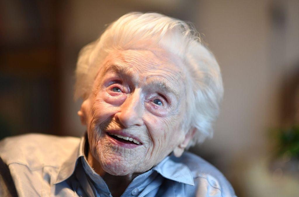 Die Karlsruherin Edelgard Huber von Gersdorff feiert ihren 112. Geburtstag. Foto: dpa