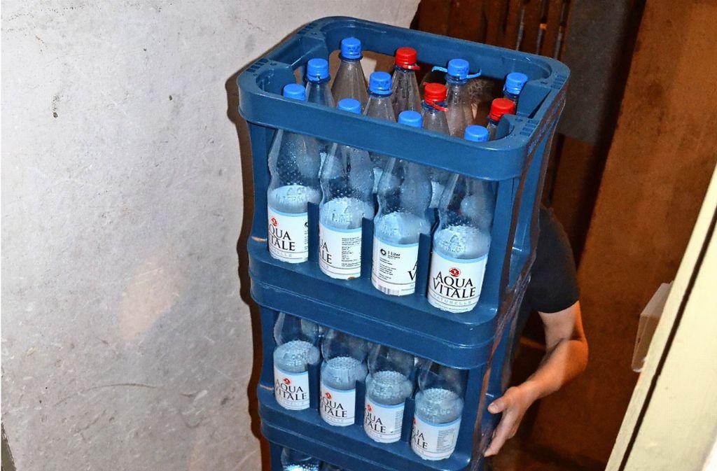 Kisten bunkern schadet dem Mehrweg-System: Leergut soll  daher schnellstmöglich wieder   zu den  Händlern zurückgebracht werden. Foto: Thomas Graf-Miedaner