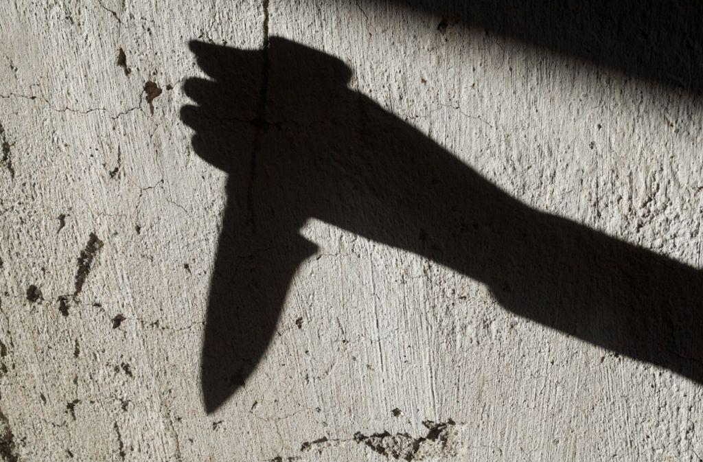 Eine Messerattacke in Sachsenheim forderte zwei Verletzte. (Symbolbild) Foto: Shutterstock/rootstock