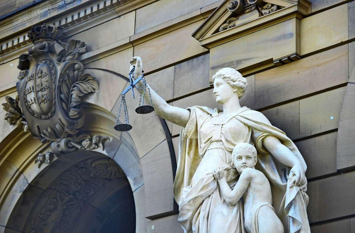 Vor dem Landgericht Ulm muss sich eine 34-Jährige verantworten. Foto: Giacinto Carlucci