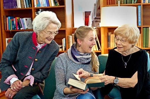 Eine Studentin allein unter Senioren