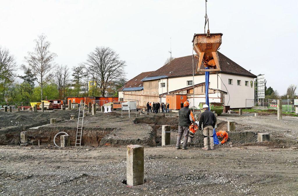 Die Pfeiler geben dem künftigen Hallenkomplex des SV Leonberg/Eltingen in der Bruckenbachstraße Halt. Foto: factum/Jürgen Bach