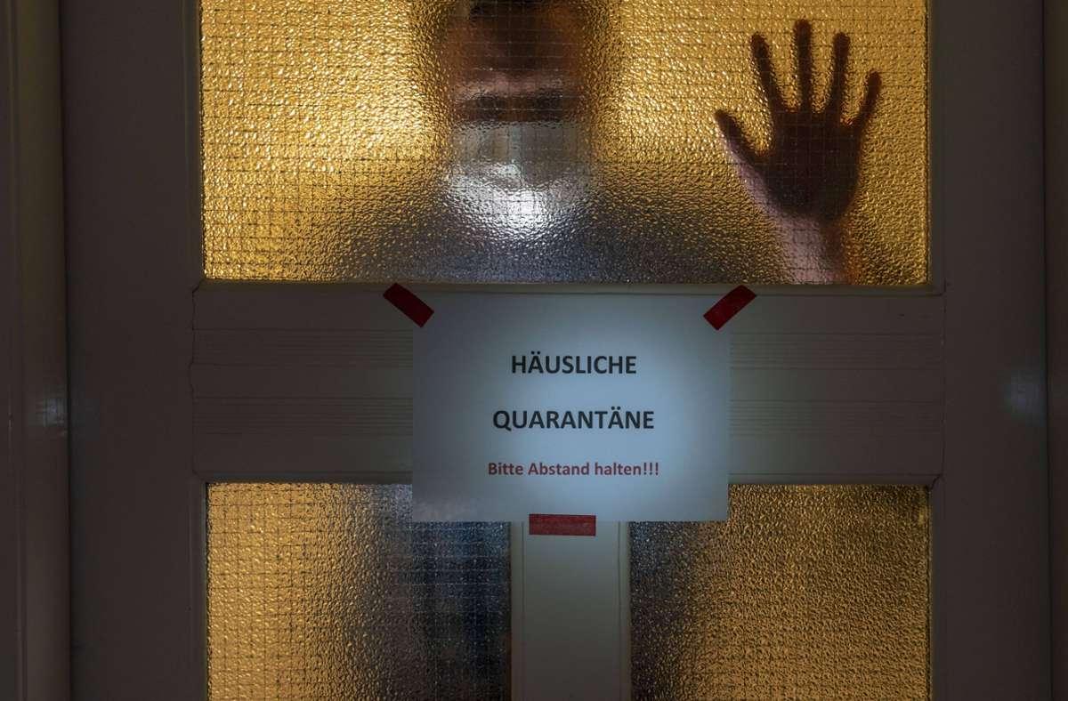 Quarantäne heißt Zuhause bleiben. Wer sich nicht daran hält, kann eingewiesen werden (Symbolbild). Foto: imago images/Jochen Tack/Jochen Tack via www.imago-images.de