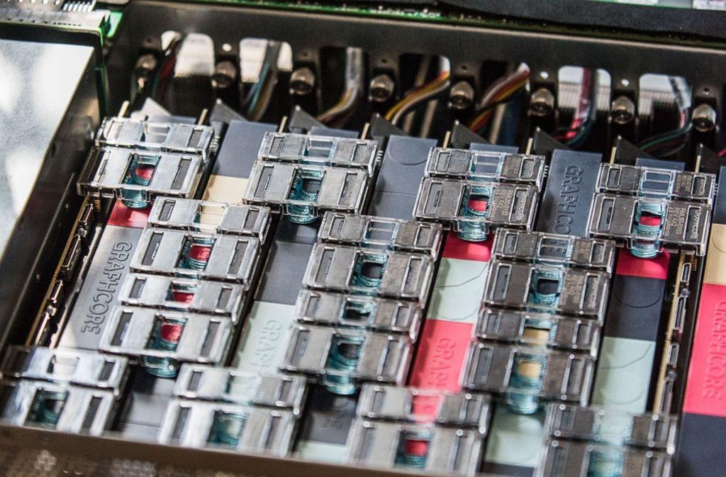 Bosch investiert verstärkt in Start-ups. Graphcore, ein Hardware-Entwickler aus Bristol, der Chips für Künstliche Intelligenz (KI) herstellt, ist eines von drei KI-Start-ups, an denen Bosch beteiligt ist. Foto: Bosch