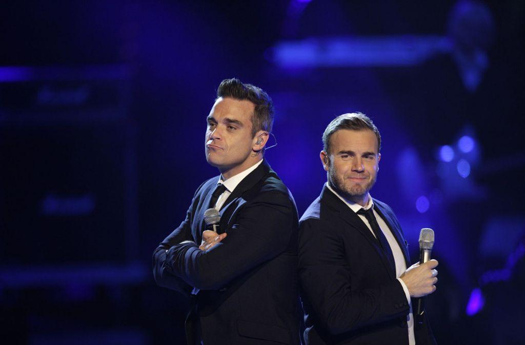 Robbie Williams (l) und Gary Barlow bei einem Auftritt 2010. Foto: dpa/Rolf Vennenbernd
