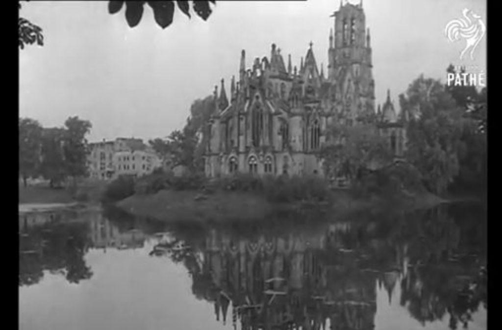 Die Johanneskirche am Feuersee ist nicht das einzige Gebäude in der Stuttgarter Innenstadt, das durch die Bombenangriffe im Zweiten Weltkrieg stark beschädigt oder zerstört wurde. Weitere Eindrücke sehen Sie in der Fotostrecke. Foto: Screenshot British Pathé