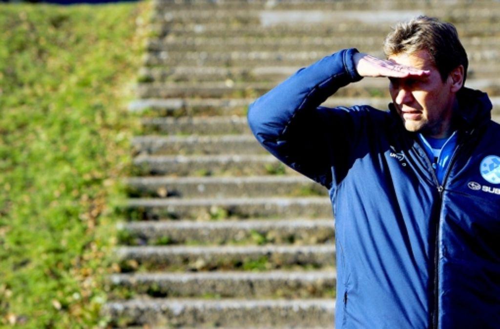 Den Sieg noch nicht in Sicht: Interimstrainer Guido Buchwald. Foto: Pressefoto Baumann