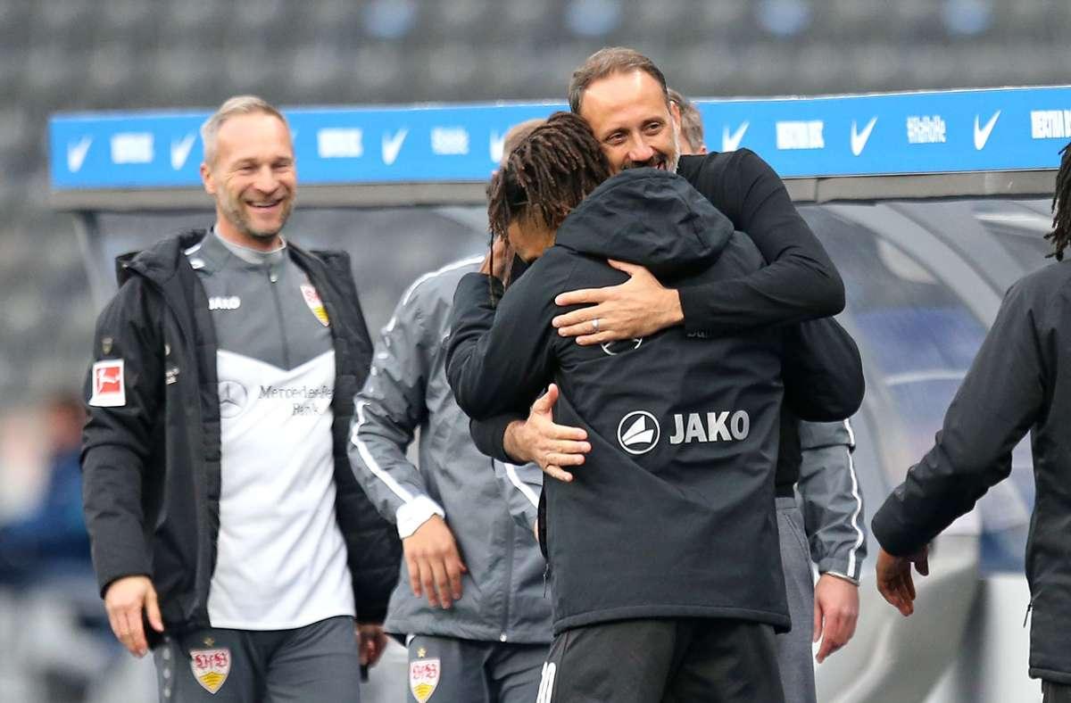 Umarmungen beim VfB Stuttgart Foto: Pressefoto Baumann/Cathrin Müller